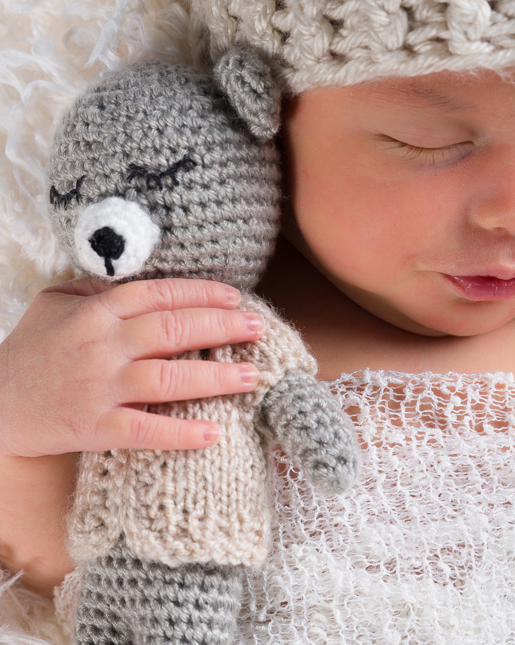 newborn sessiom (4 of 15).jpg