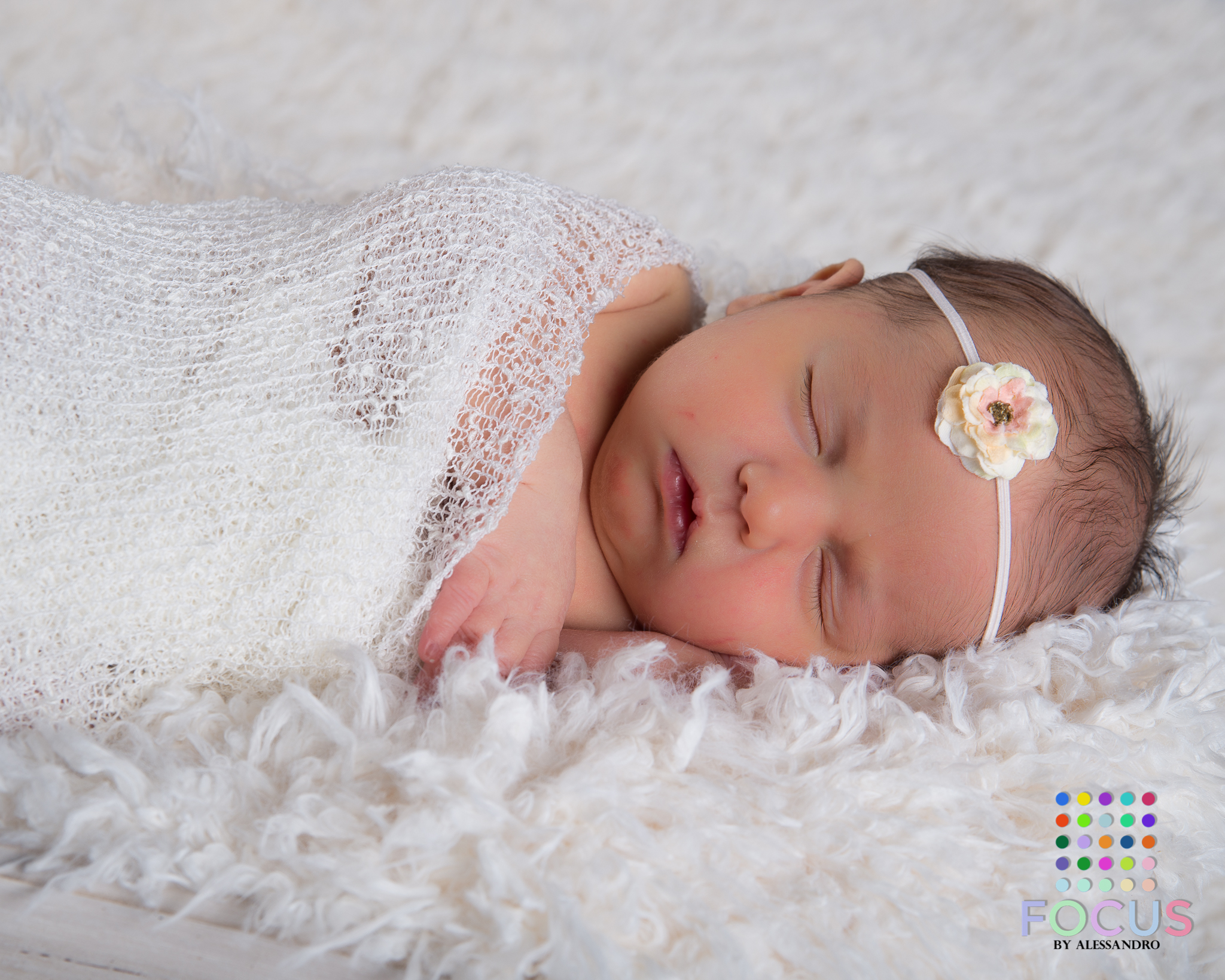 newborn sessiom (2 of 15).jpg
