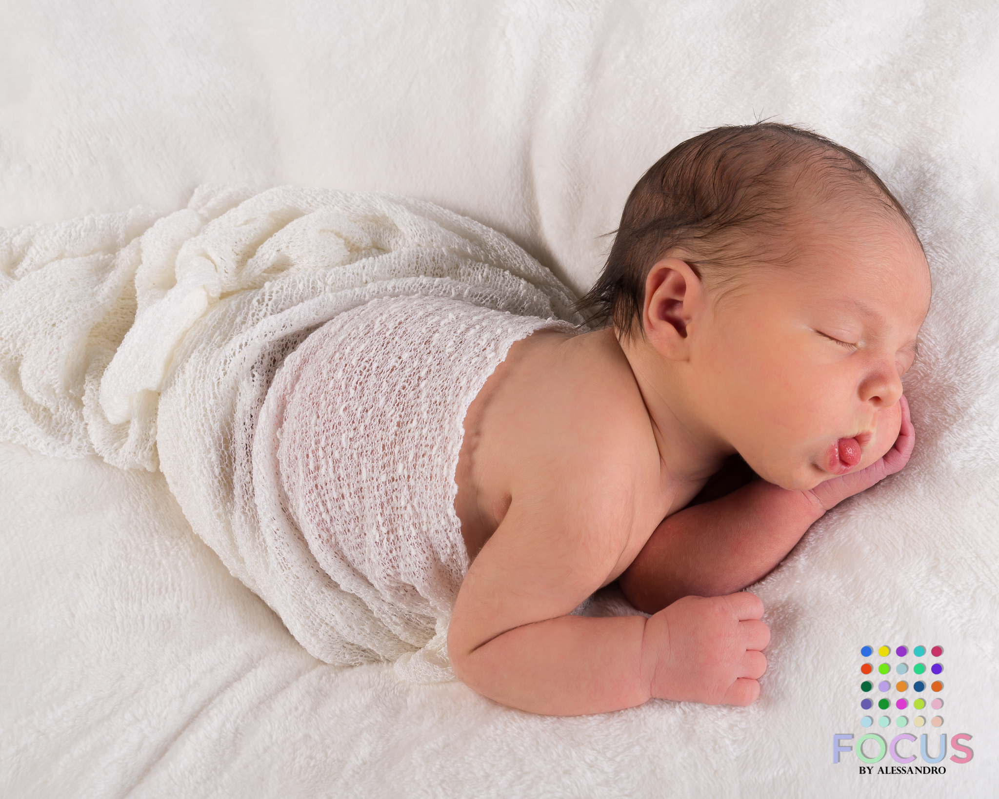 newborn sessiom (10 of 15).jpg