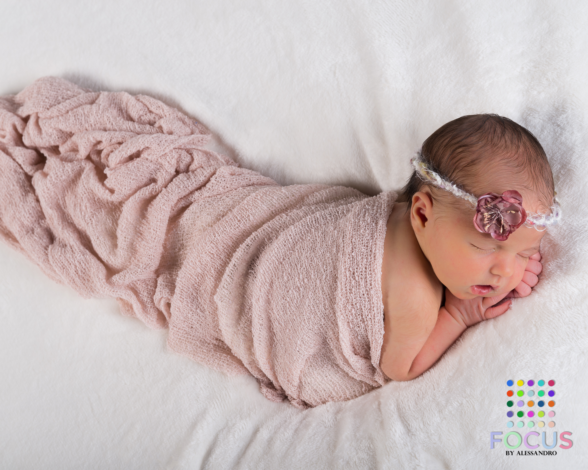 newborn sessiom (12 of 15).jpg