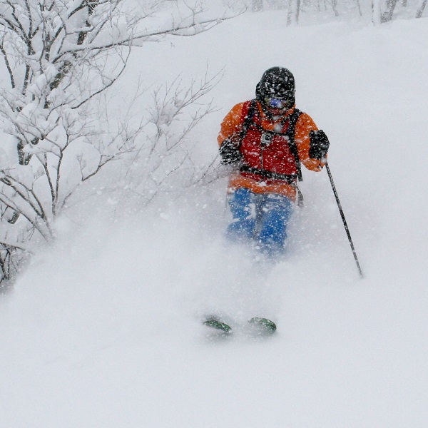 Gary flying through the trees in Hakuba and staying visible.