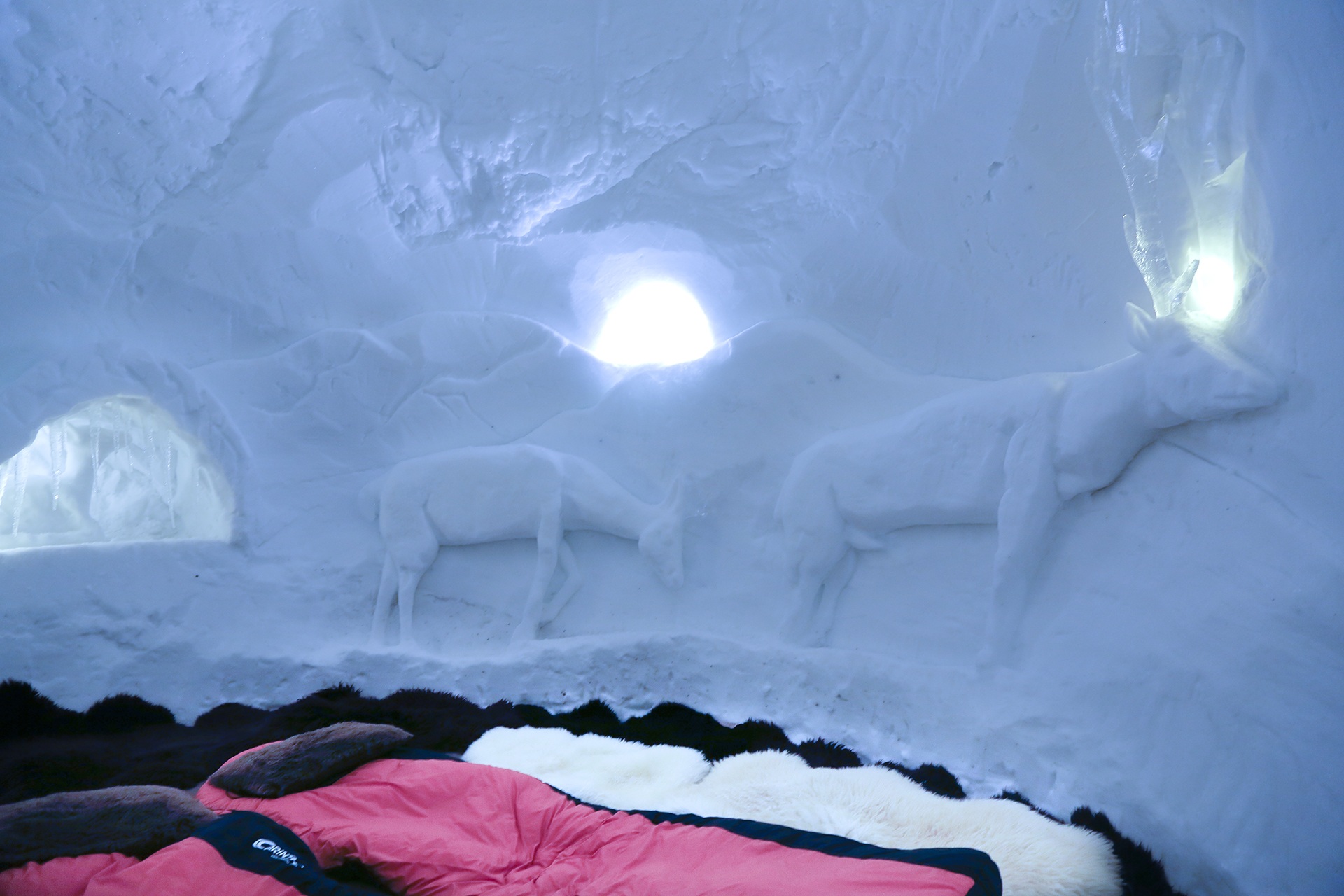 Pure Snow Top 10 Most Amazing Places To Stay In The Snow - Igloo Hotel 2.jpg