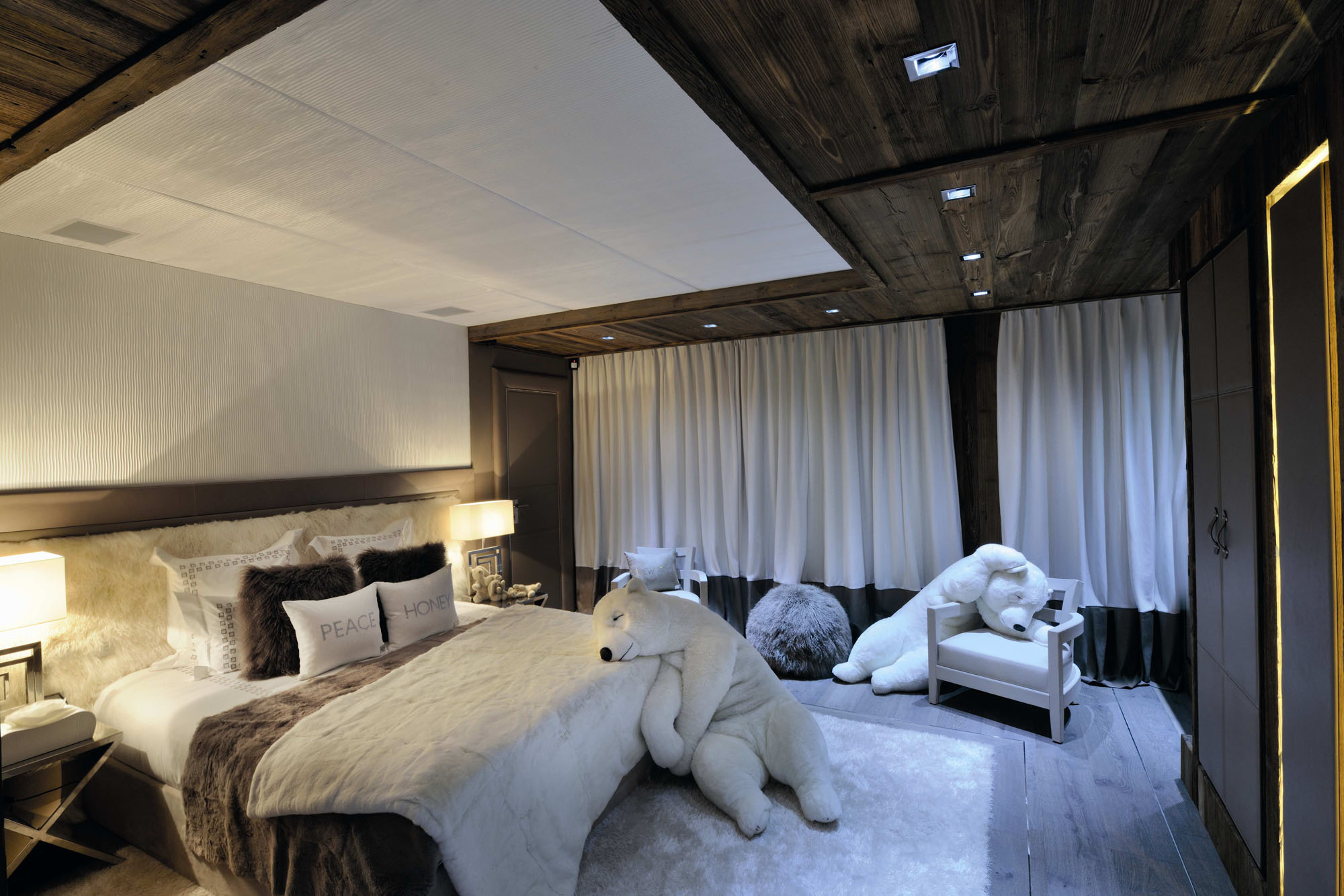 Pure Snow Top 10 Most Amazing Places To Stay In The Snow - Chalet Brickell 1.jpg