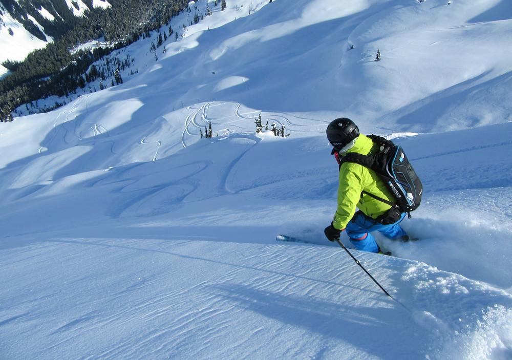 pure-brandz-powderhounds-skiing-northern-escape-heli-skiing-16.jpg