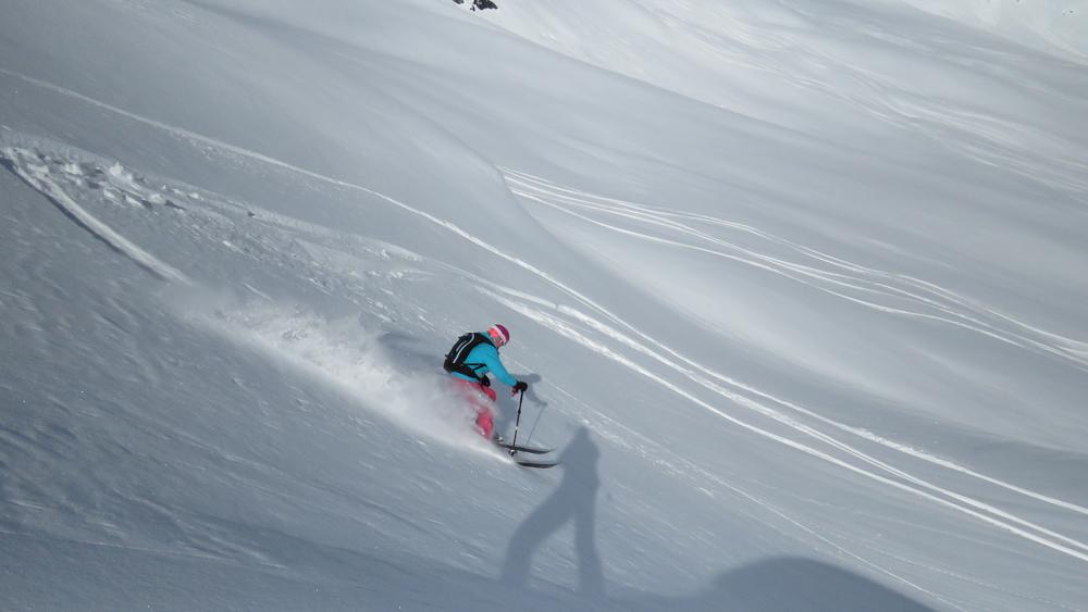 pure-brandz-powderhounds-skiing-northern-escape-heli-skiing-24.jpg