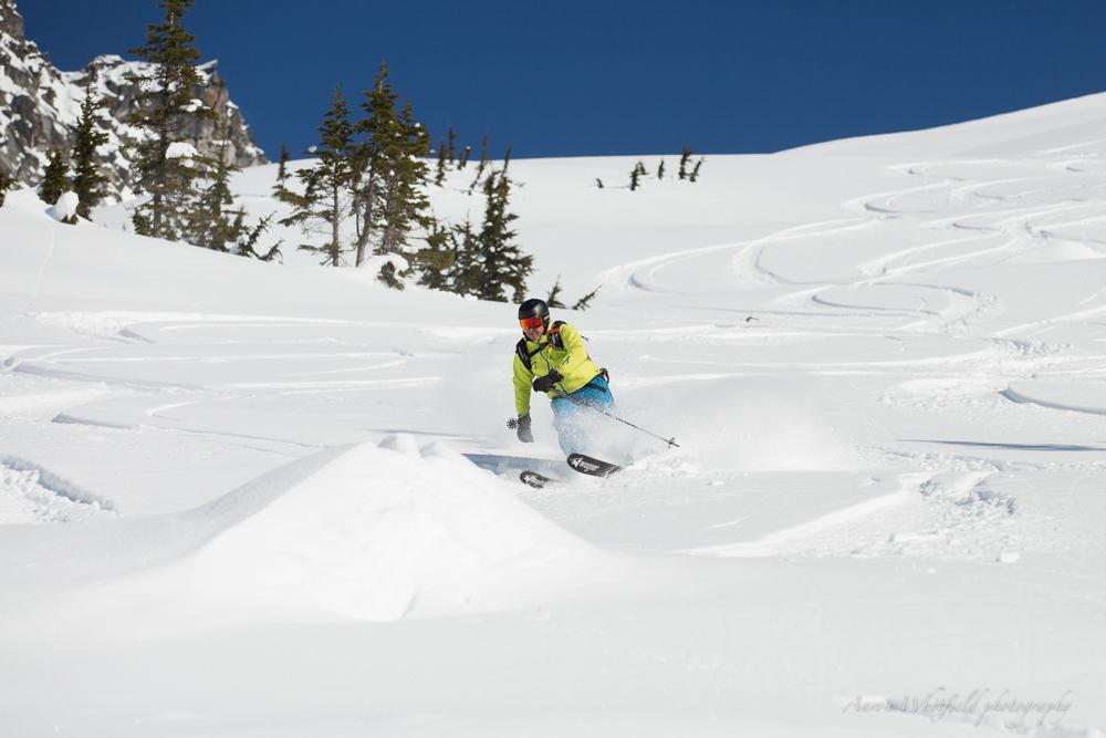 pure-brandz-powderhounds-skiing-northern-escape-heli-skiing-7.jpg