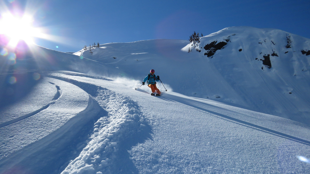 pure-brandz-powderhounds-skiing-northern-escape-heli-skiing-35.jpg