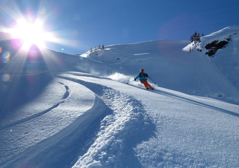 pure-brandz-powderhounds-skiing-northern-escape-heli-skiing-36.jpg
