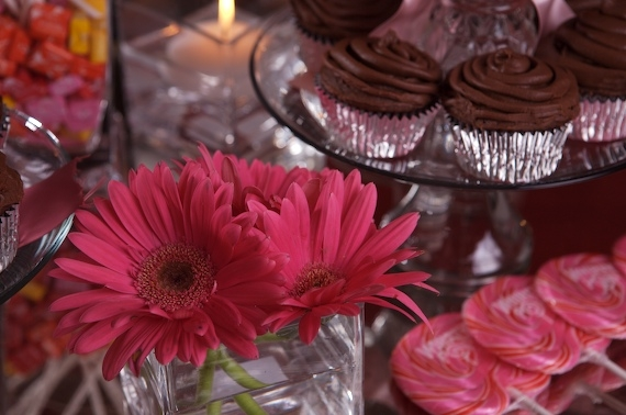 I ALWAYS USE MY FOOD AS DECORATIONSWITHA SIMPLE FLOWER ARRANGEMENT LIKE THESE HOT PINK GERBERA DAISIES TO PULL IT TOGETHER