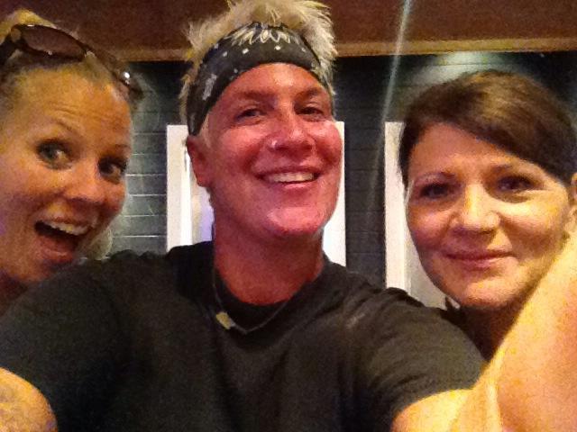 Selfie Linkie, Michele, Martie in Michele's kitchen