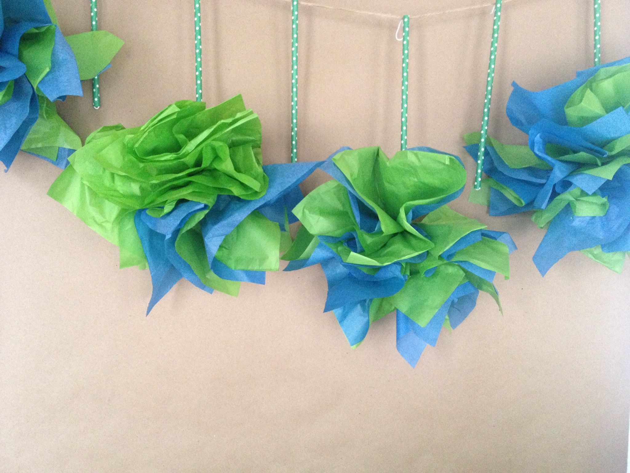 make a tissue or napkin garland