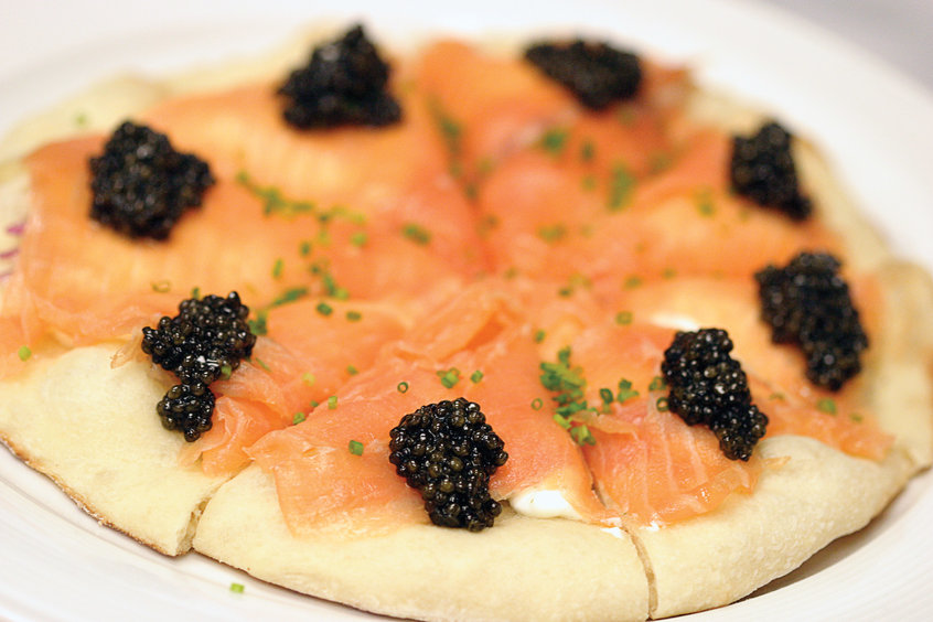 Oscar Menu Pizza with Salmon and Caviar