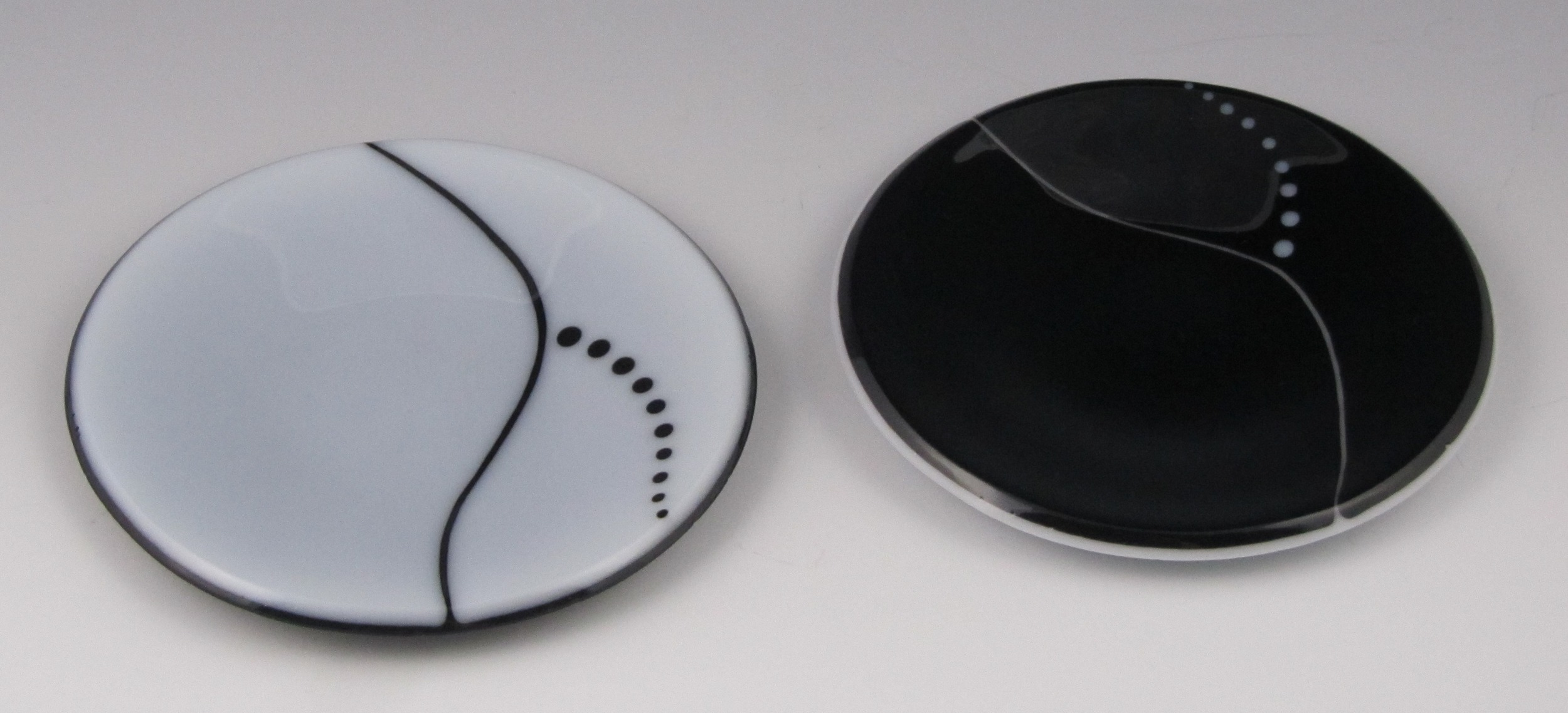 white & black curve dishes