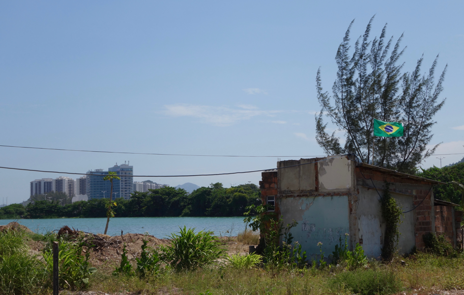 Vila Autódromo's location by the shores of the Jacarepaguá Lagoon makes the area attractive for real estate developers. The Olympic Athletes' Village,  Ilha Pura,  can be seen in the background.   Photo: Margit Ystanes