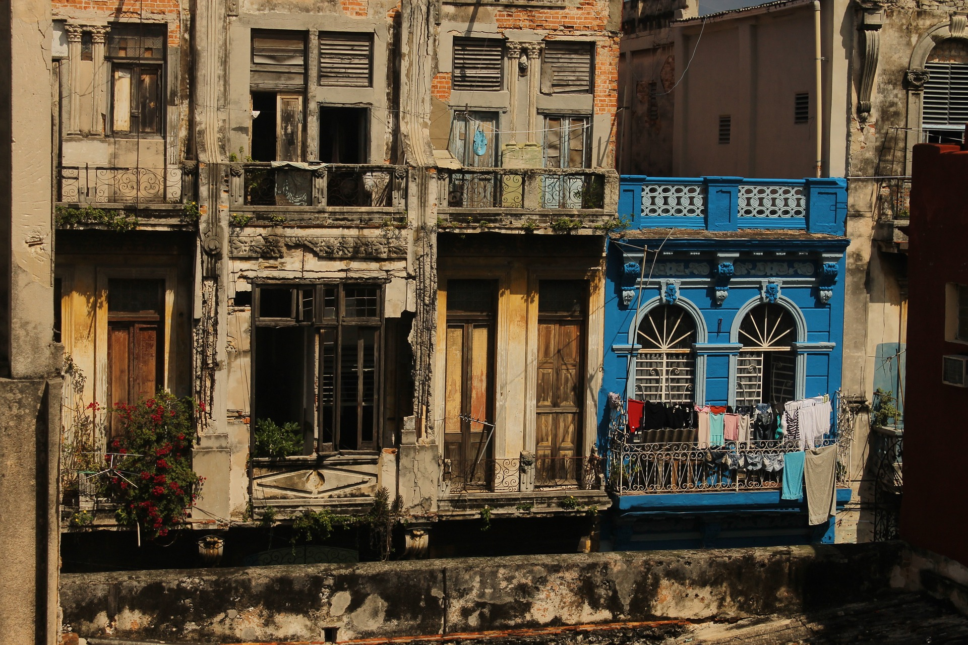 PHOTO CREDIT:  Luis Carlos Adrianzen  CC0 Creative Commons; The buildings of old Havana remain precarious
