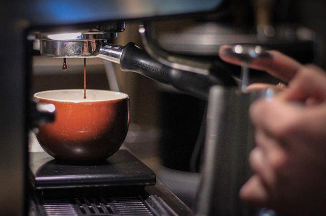 Happy New Year everybody! #coffee #roasting #newyear #newcoffee #samples #espresso #latteart #drip #slowmo #☕️