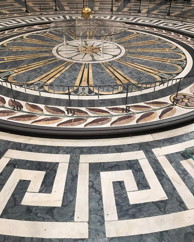 Inspiration ♾ Foucaul's Pendulum at the Pantheon in Paris * * * #foucaultpendulum #design #inspiration #paris #pattern #timeless #designwithintention #classicdesign #designer