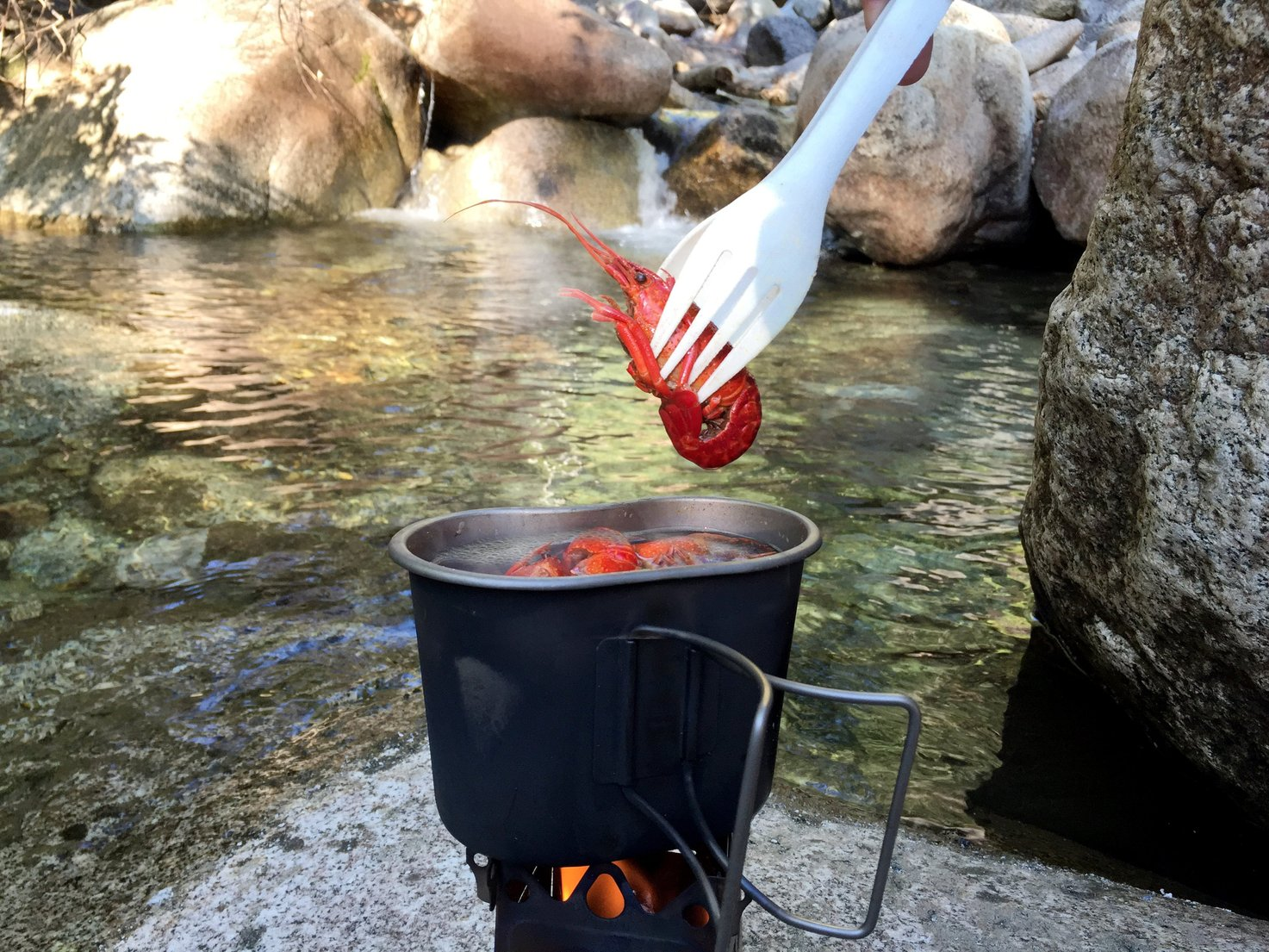 Camping Cooking Utensil - With the Emberlit Sprongs you do not only get an American made Spoon and Fork, you get a long handle for getting every part of your MRE meal, and you can also turn them into a practical pair of tongs, perfekt for cooking noodles, and turning your food on the pan, by connecting the two products to each other.