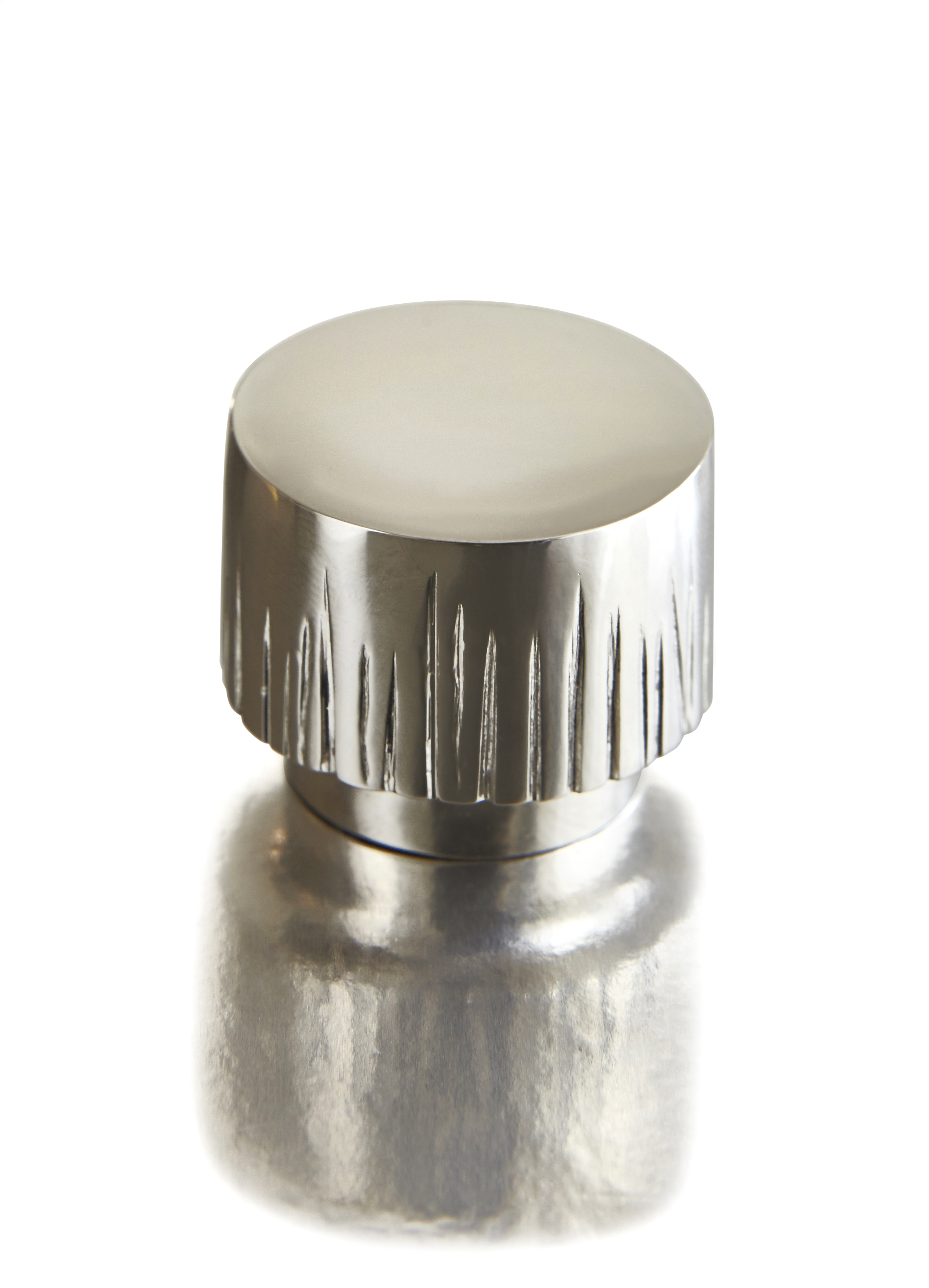 FLUTED PULL I CAST NICKEL I MACHINA  Polished Nickel