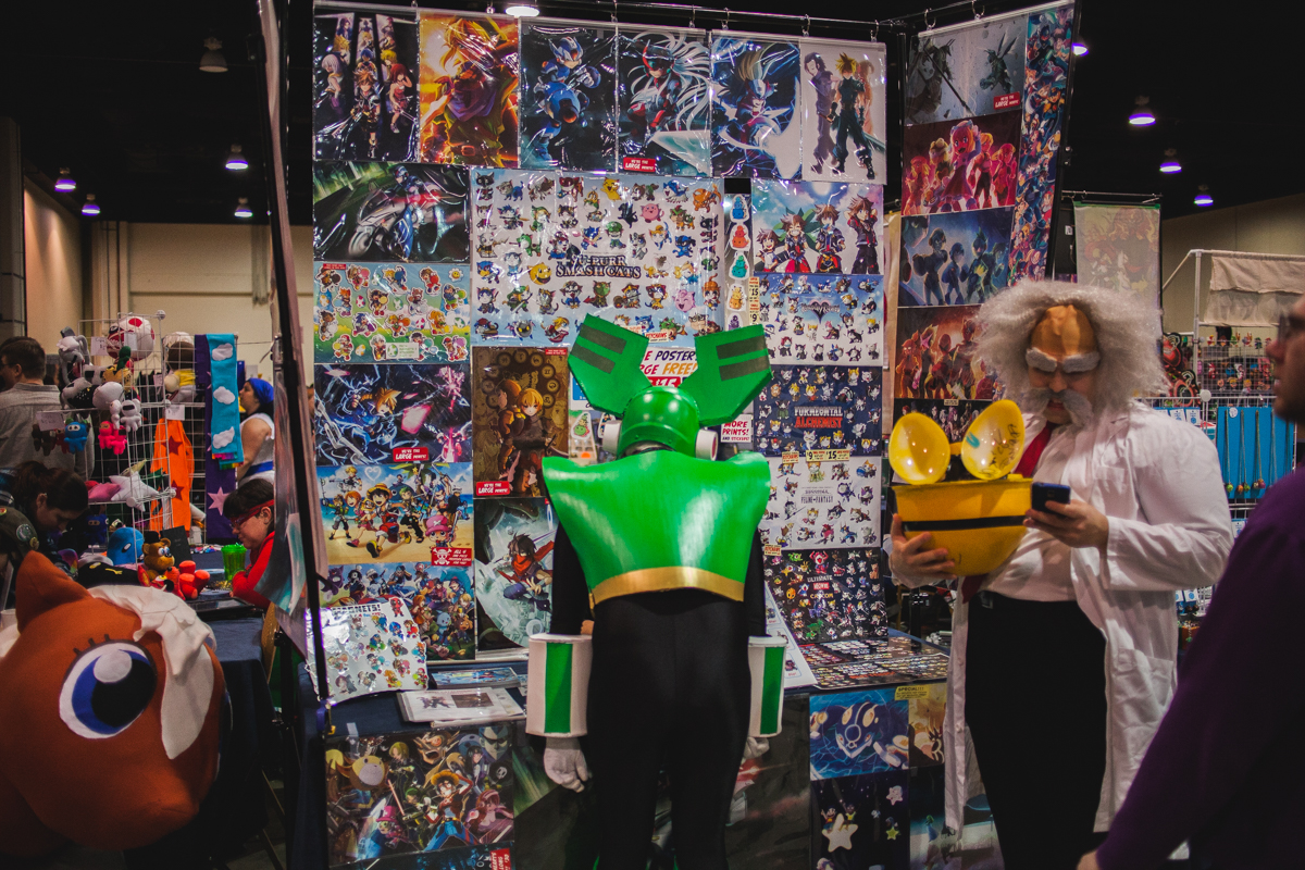 A cosplayer checks out some items in the Dealer Room.