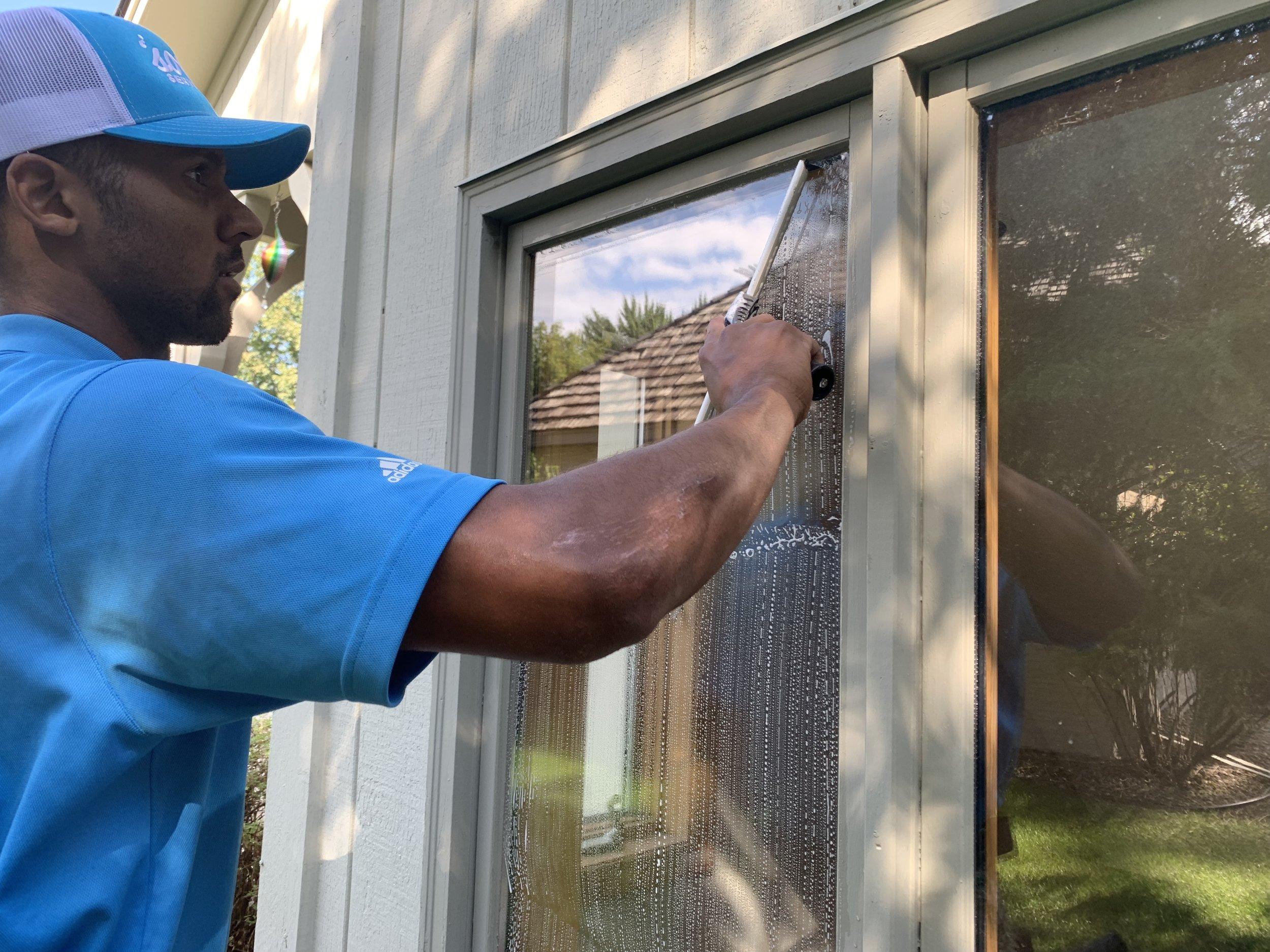 Minneapolis Window Cleaning (6).JPG
