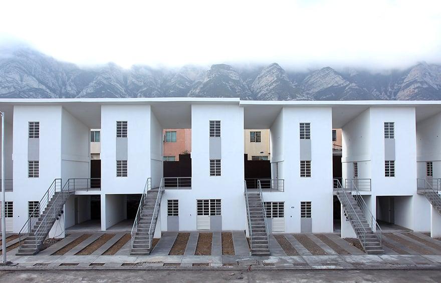 70 viviendas incrementales. Monterrey, Mexico, 2008. www.elementalchile.cl