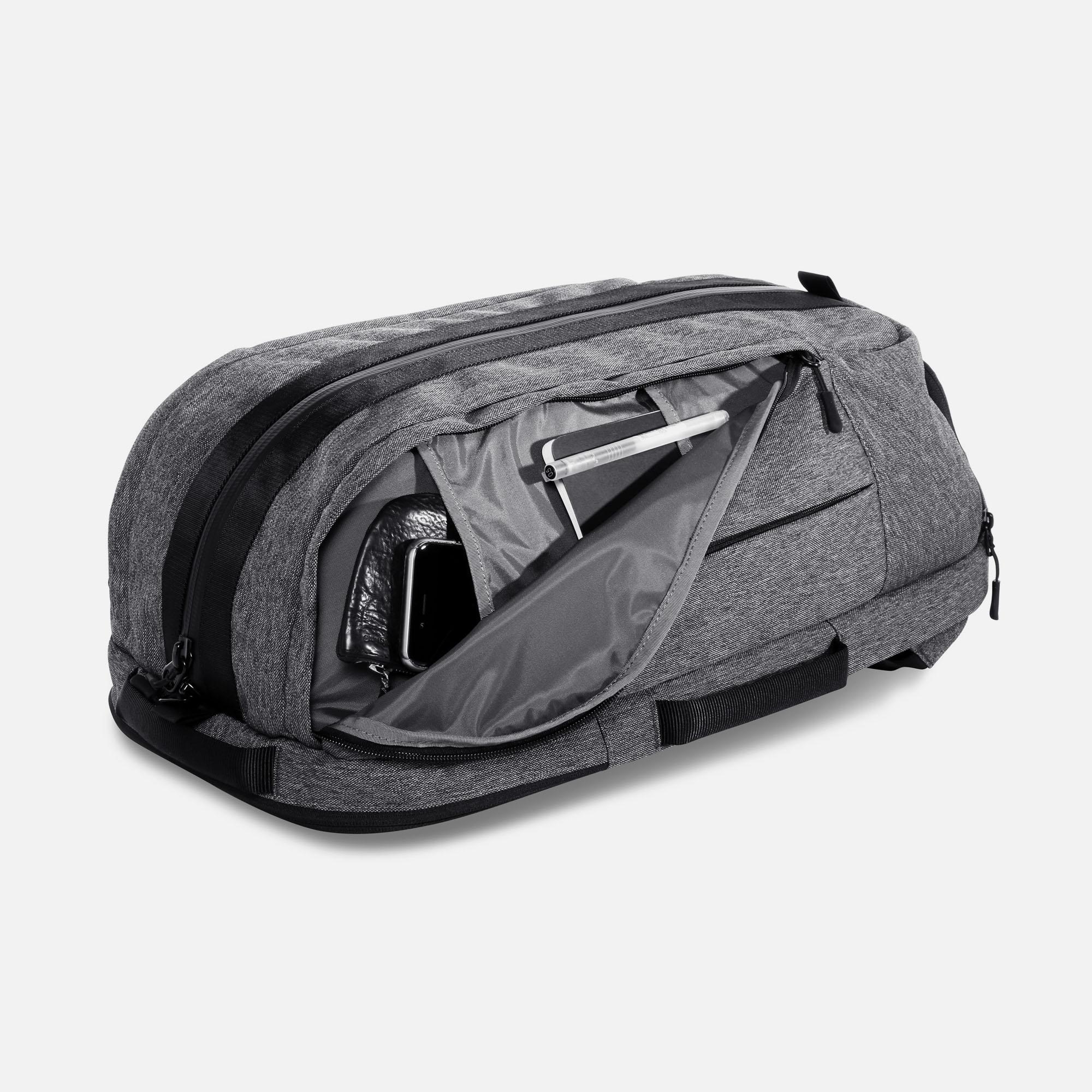 aer00014_duffelpack_sidepockets.jpg