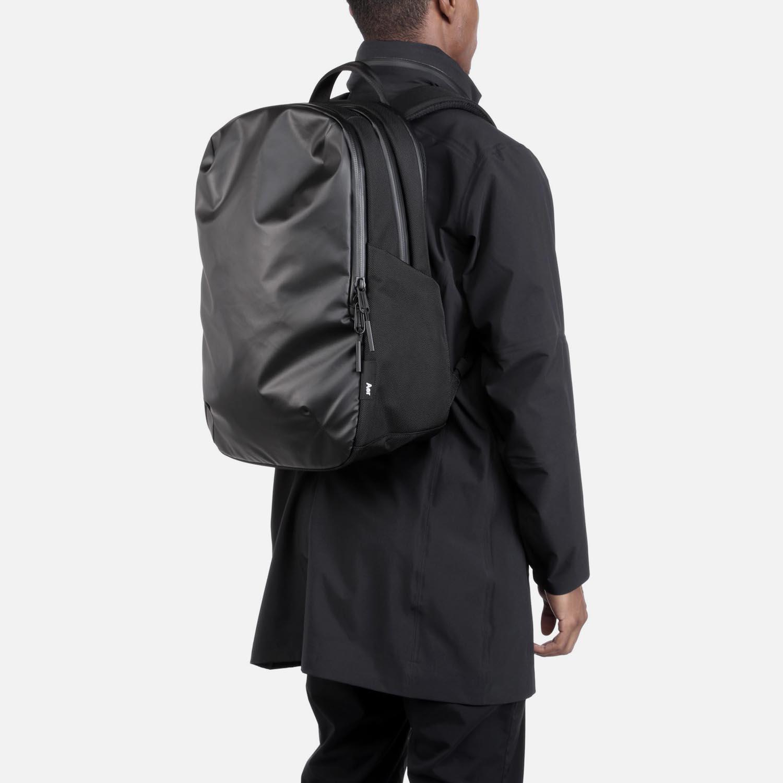 31002_techpack_black_model1.JPG