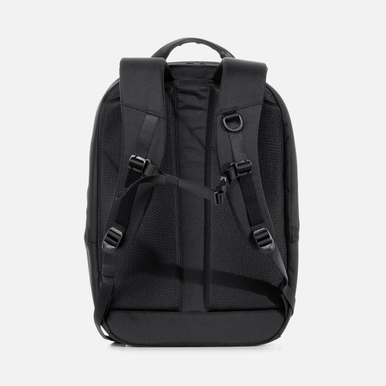 31001_daypack_black_back.JPG