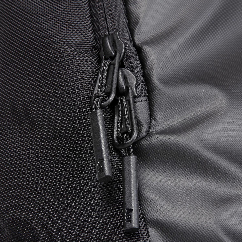31001_daypack_black_zippers.JPG