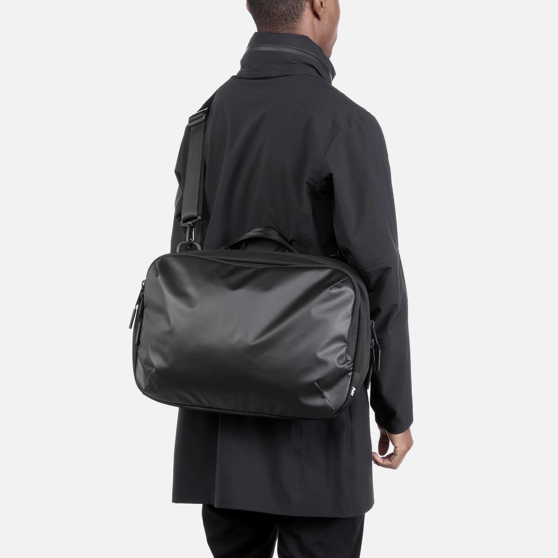 31003_commuter_black_model1.JPG