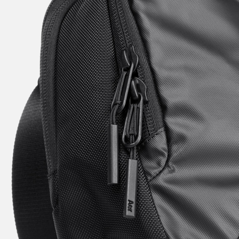 31003_commuter_black_zippers.JPG