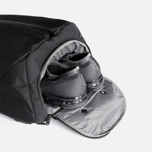 Ventilated shoe pocket.