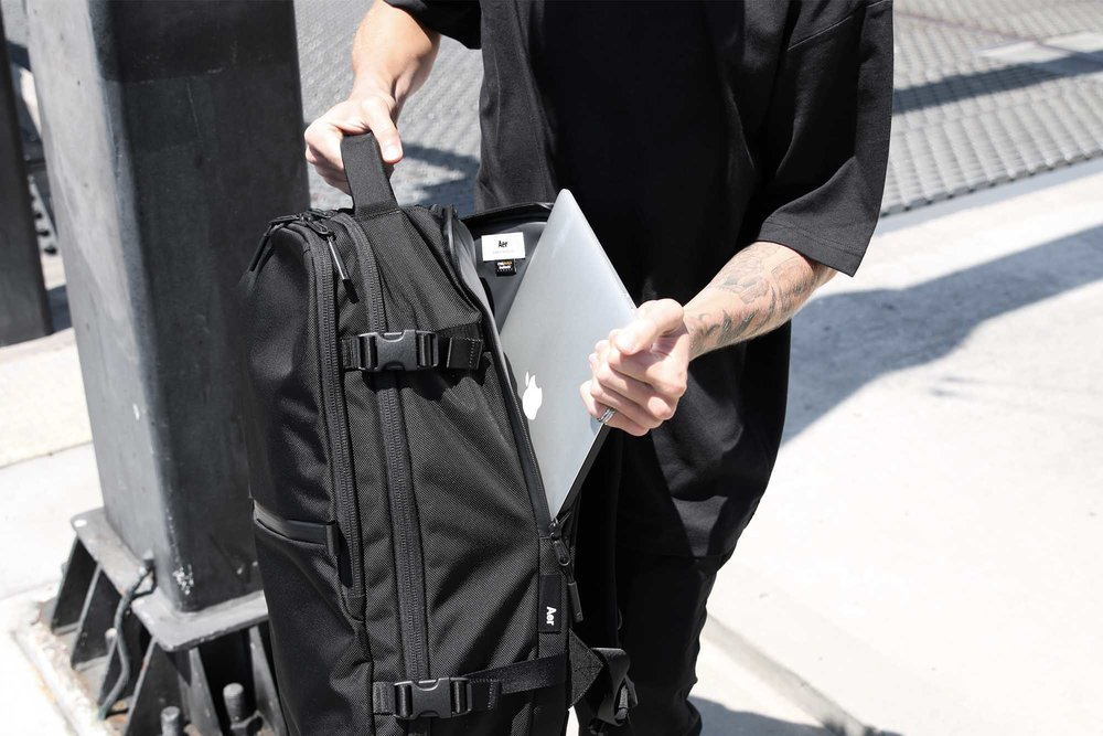 21007_tp2_black_lifestyle_laptop.JPG