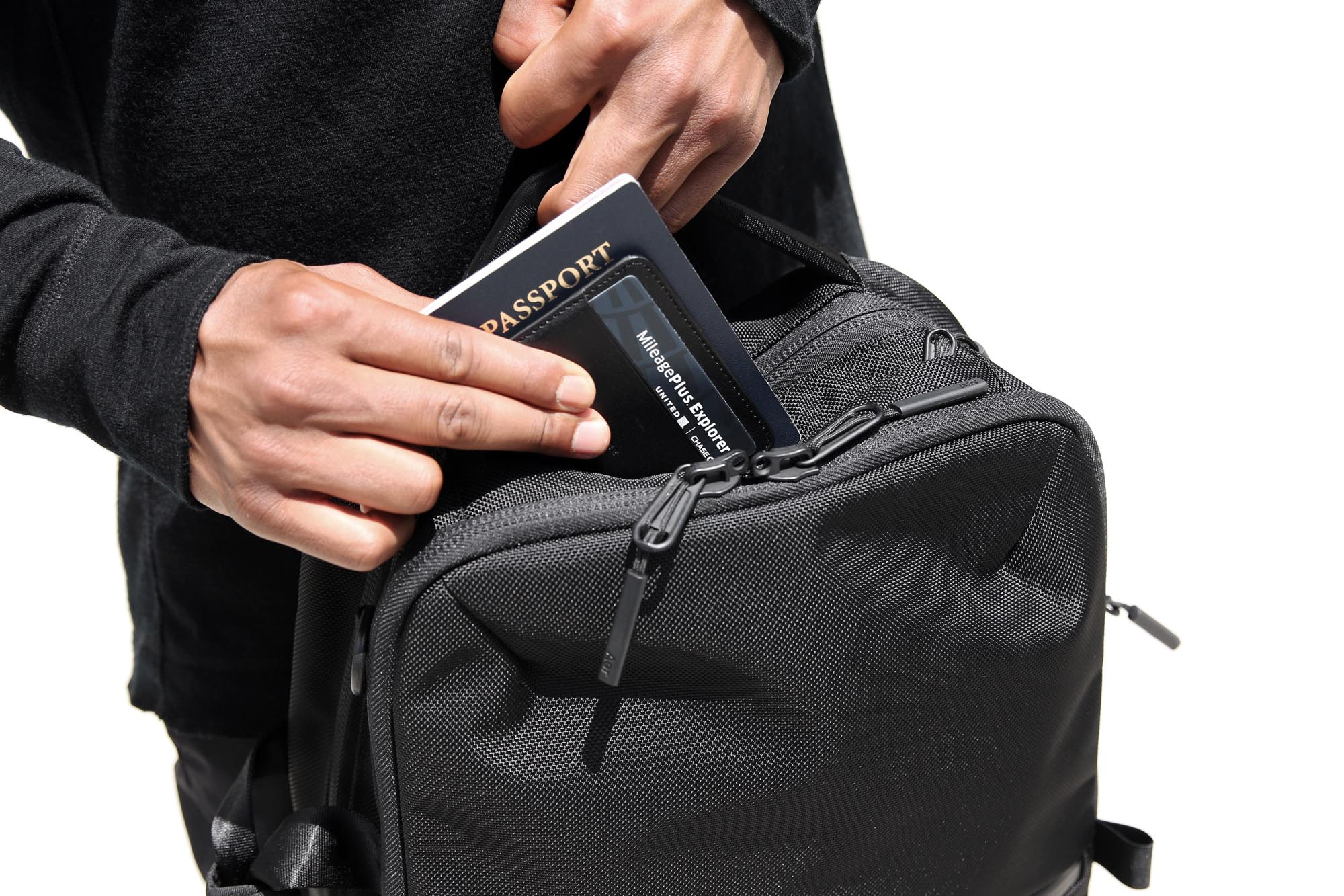 21010_flt2_black_passport.JPG