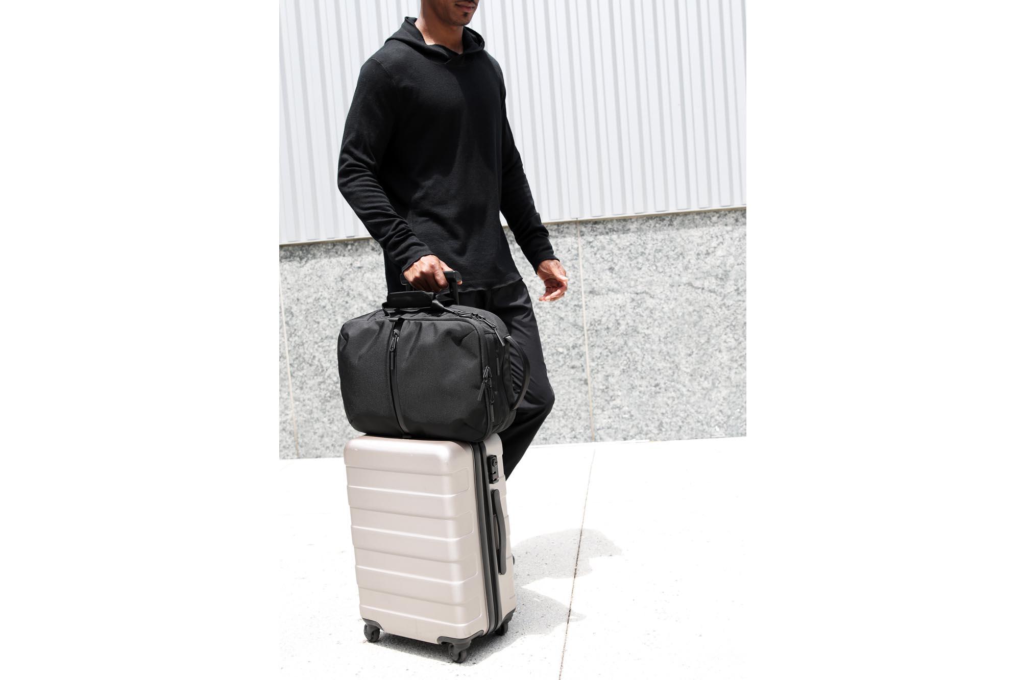 21010_flt2_black_luggage.JPG