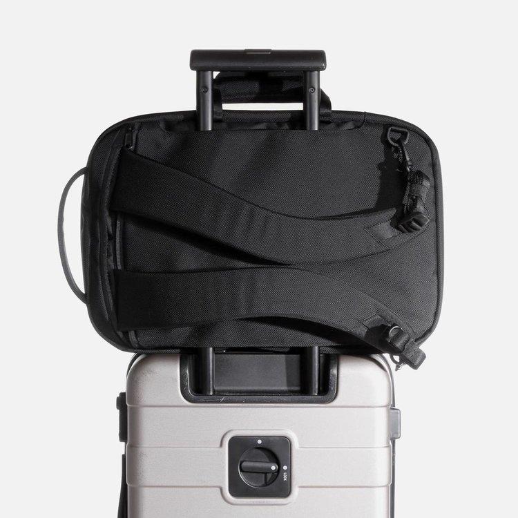 21010_fp2_black_luggage.JPG