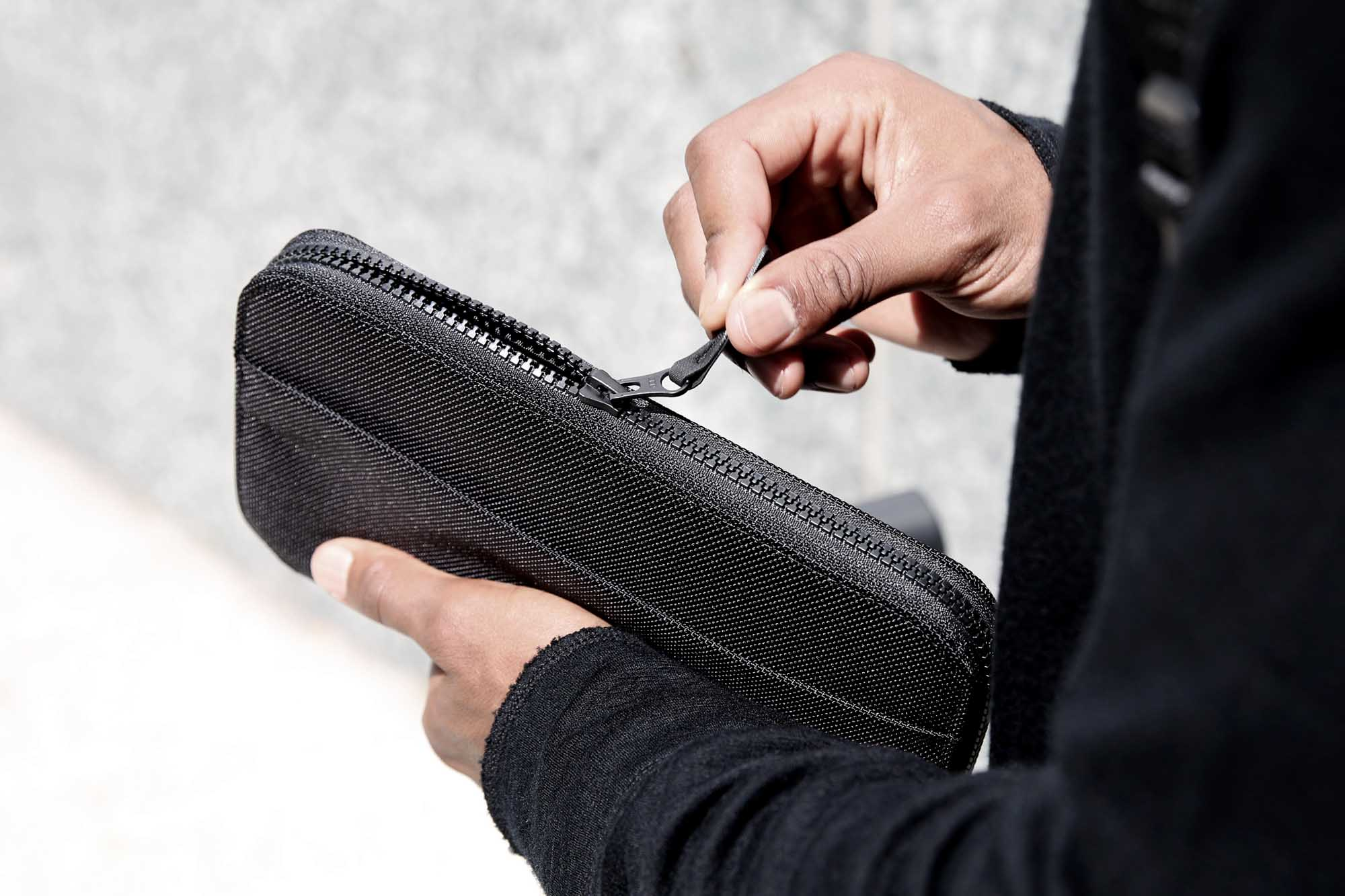 41002_travelzipwallet_black_zipper.JPG