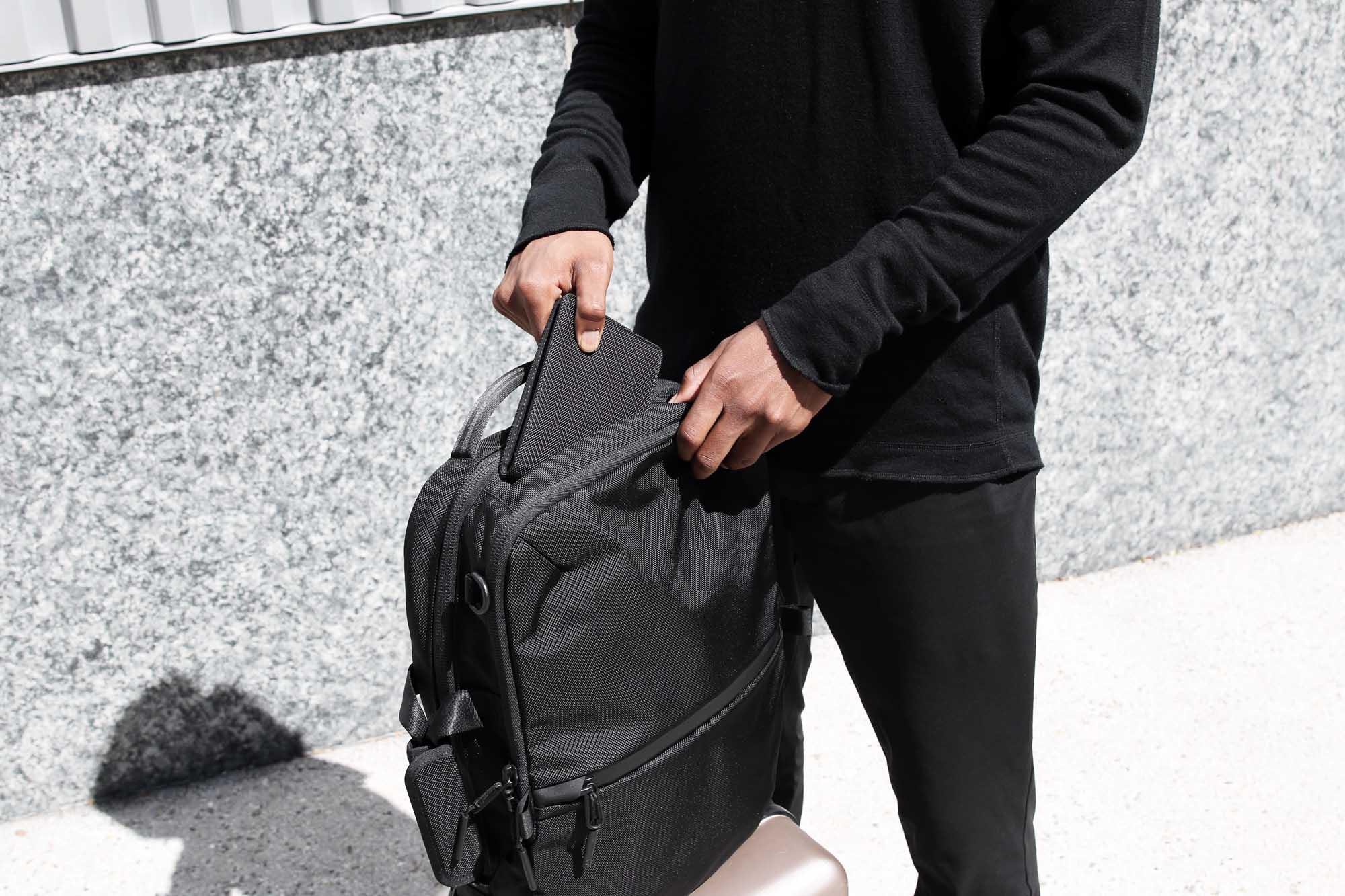 41001_travelwallet_black_bag.JPG