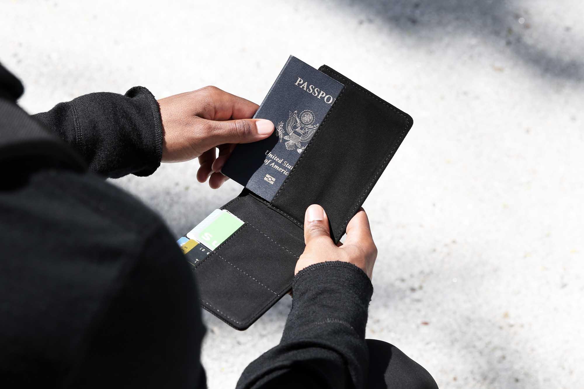 41001_travelwallet_black_passport.JPG