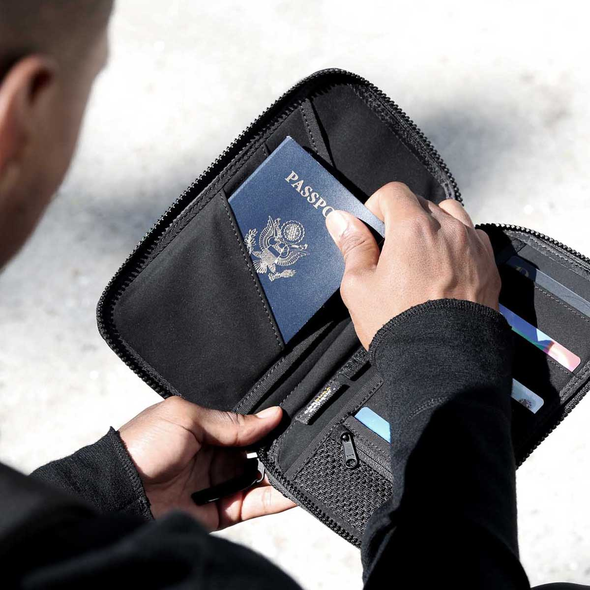 41002_travelzip_black_passport.JPG