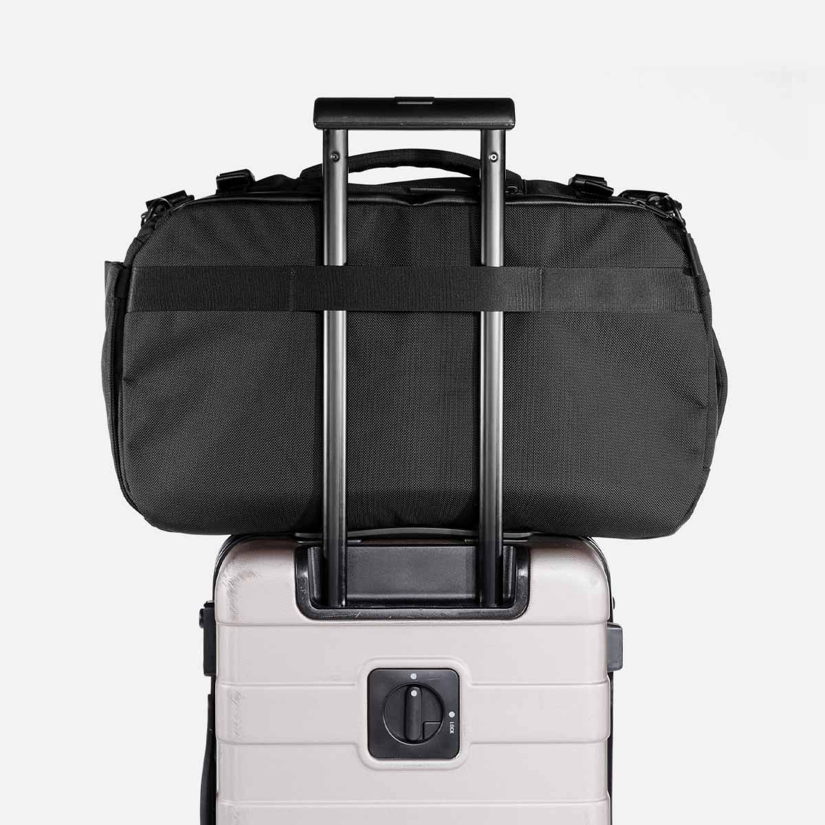 21014_travelduffel_black_luggage.jpg
