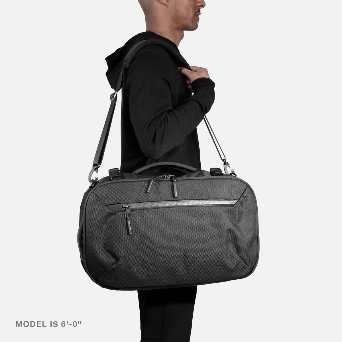 21014_travelduffel_black_model_m2.jpg