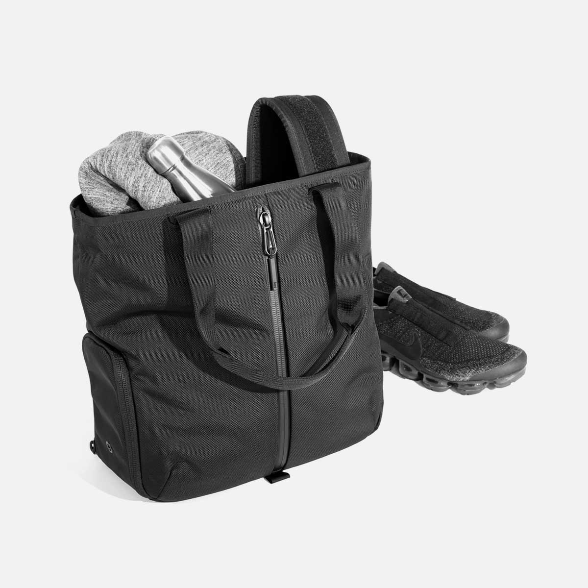11008_gymtote_black_gear.jpg