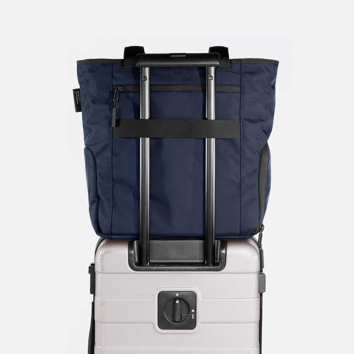 13008_gymtote_navy_luggage.jpg