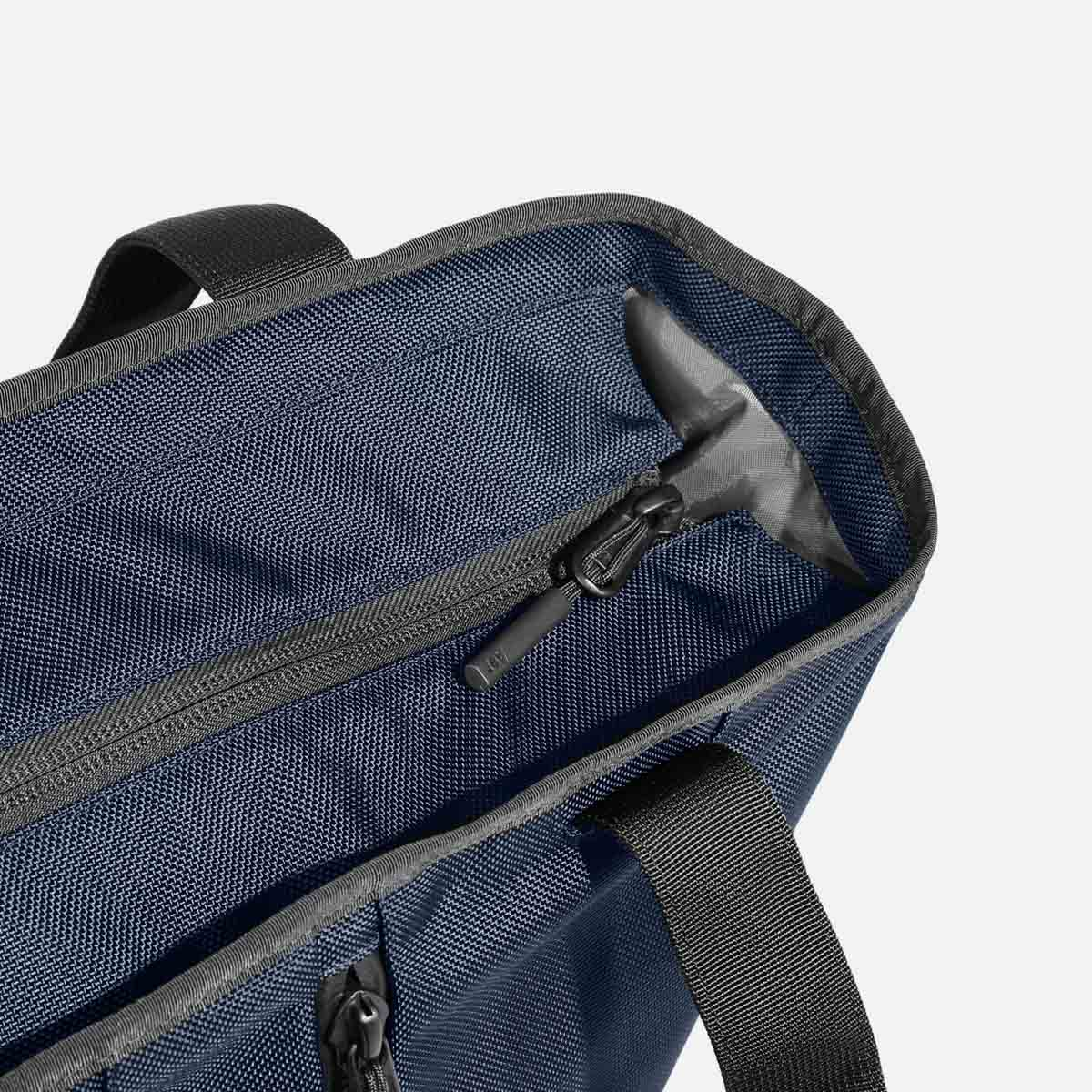 13008_gymtote_navy_maincompartment.jpg