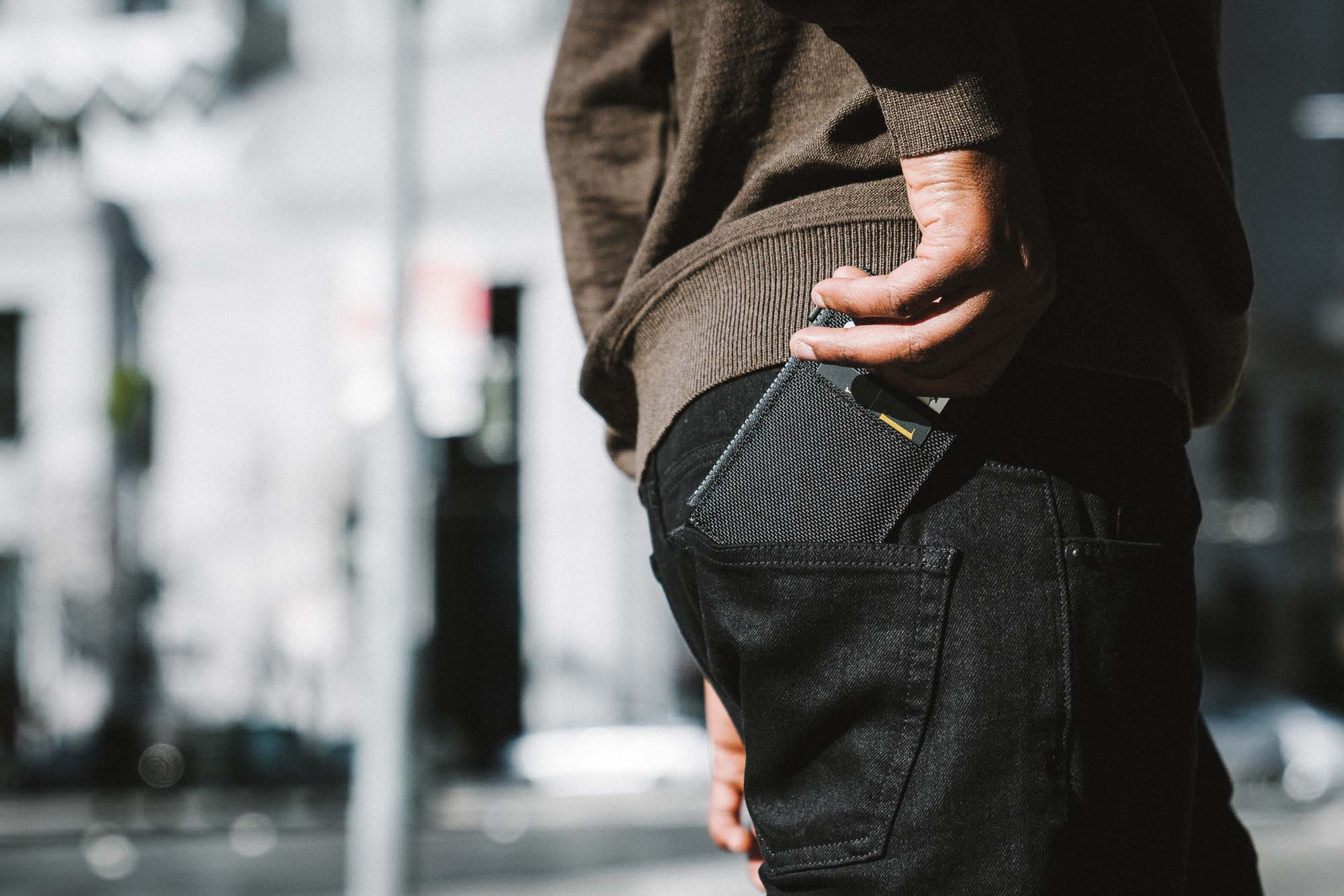 41004_cardholder_black_backpocket.jpg