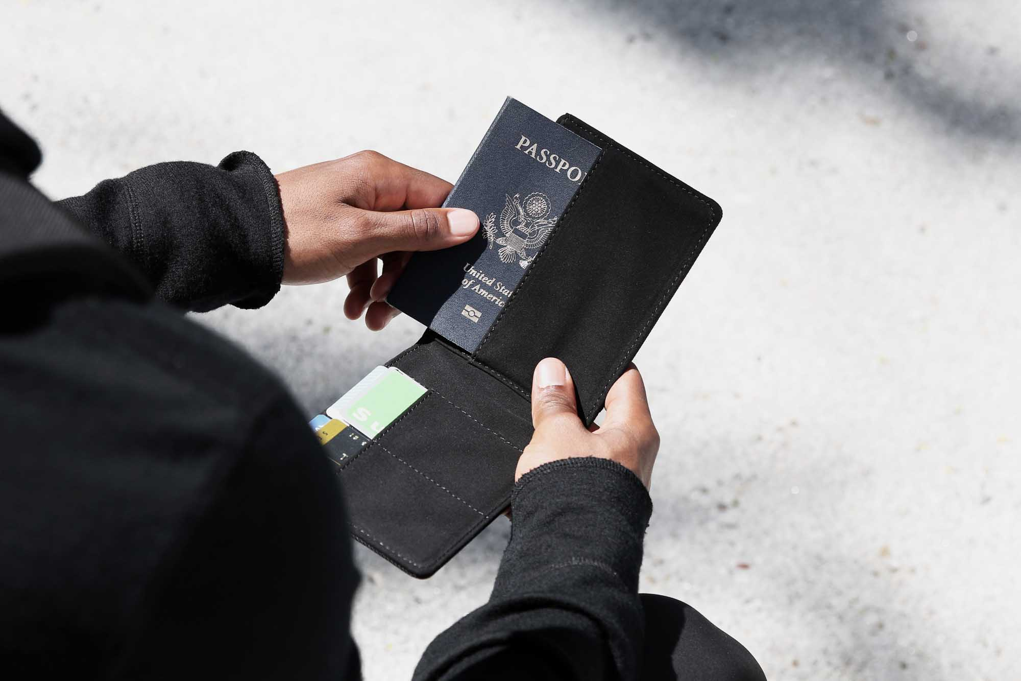 44001_travelwallet_blackcamo_2.jpg