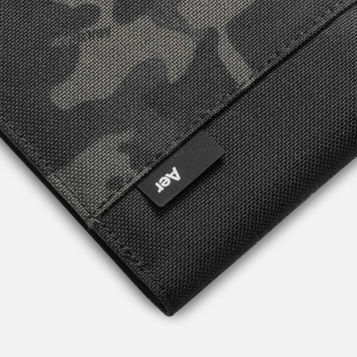 44001_travelwallet_blackcamo_label.jpg