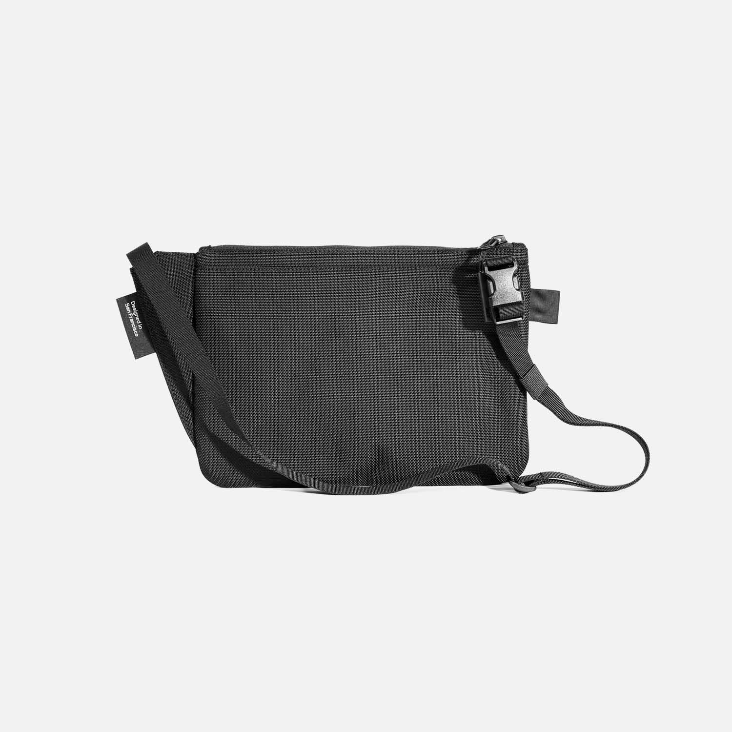 21019_slingpouch_black_back.jpg